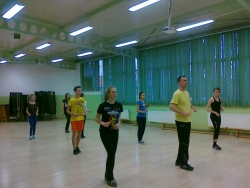 taniec-rekreacjamama w biedronce 003.jpg